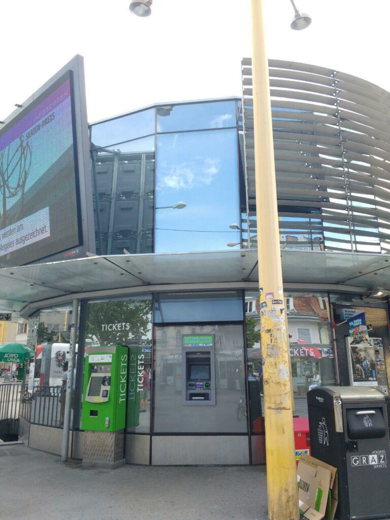 Euronetbankomat_Rondeau_Jakominiplatz_1